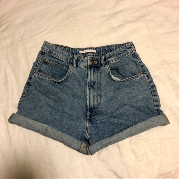 b926b6ff Zara High Waist 90's Vintage Style Mom Shorts. M_5b3868b8de6f62cf8851f96d